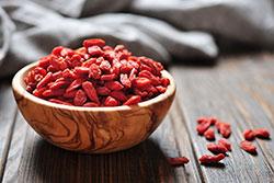 Сушёные ягоды в дегидраторе RAWMID MODERN RMD-10
